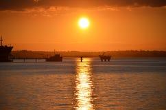 在终端的橙色日落 库存照片
