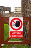 在建筑区域的没有通入标志在意大利 免版税图库摄影