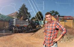 在建筑工作初的商人年轻人 结构上大厦概念我的私有项目 免版税库存图片