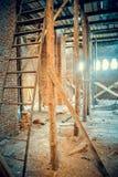 在建筑工地的木脚手架 免版税库存照片