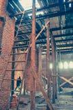 在建筑工地的木脚手架 库存图片