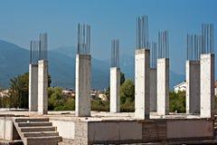 在建筑工地的钢筋混凝土柱子 免版税库存照片