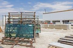 在建筑工地的玻璃制造业 库存照片