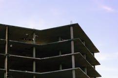 在建筑过程中的多层的大厦 免版税库存图片
