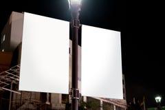 在建筑s附近的白色广告空间广告标志 库存照片