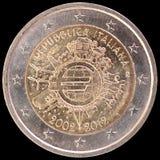 在2012年纪念两欧元硬币通过意大利和庆祝欧元的十年发布了 库存图片