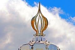在1932-1933纪念碑的顶部作为蜡烛火焰对数百万的伟大的饥荒的受害者, Kyiv 库存图片