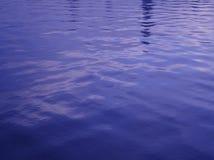 在滤网的交叉点的波浪 图库摄影