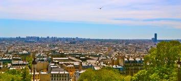 在巴黎围网的桥梁都市风景 库存图片