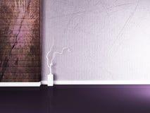 在紫罗兰色墙壁附近的花瓶 库存照片