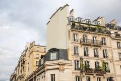 在贝而维尔,巴黎,法国的老大厦 免版税库存照片
