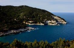 在维耶斯泰,普利亚,意大利附近的海岸 免版税库存图片