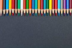 在黑背景关闭隔绝的颜色铅笔 免版税图库摄影