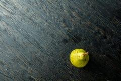 在黑背景的一个水多和成熟梨 免版税库存图片