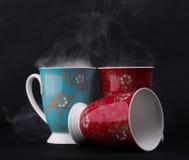 在黑背景的三个茶杯 免版税库存照片