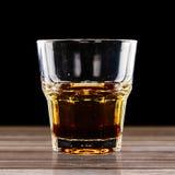 在黑背景的五颜六色的鸡尾酒 免版税库存照片