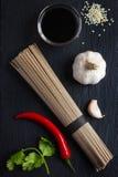 在黑背景的亚洲食品成分 免版税库存照片
