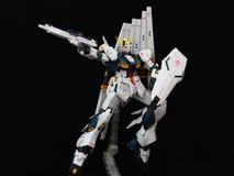 在黑背景的伟大的Gundam 库存图片