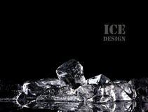 在黑背景的冰 免版税库存图片