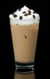 在黑背景的冷的coffe杯子 免版税库存照片