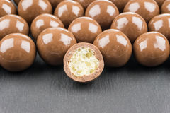在黑背景的巧克力球 库存图片