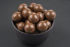 在黑背景的巧克力球 免版税图库摄影
