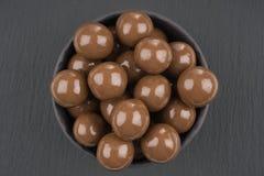在黑背景的巧克力球 图库摄影