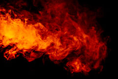 在黑背景的抽象橙色烟水烟筒 免版税库存图片