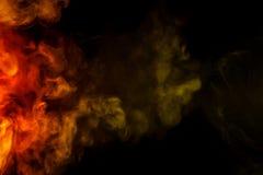 在黑背景的抽象绯红色黄色烟水烟筒 免版税库存照片