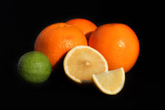 在黑背景的柑橘 免版税库存图片