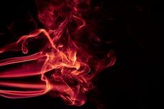 在黑背景的火红色抽象烟设计 免版税库存照片