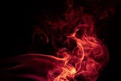 在黑背景的火红色抽象烟设计 图库摄影