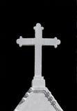 在黑背景的白色十字架 免版税库存照片