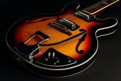 在黑背景的空心身体吉他 免版税库存照片