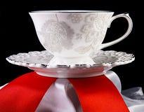 在黑背景的茶杯 库存图片