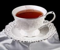 在黑背景的茶杯 库存照片