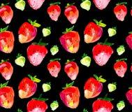 在黑背景的草莓无缝的样式 免版税库存图片