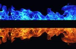 在黑背景的蓝色和红火 免版税库存图片