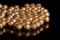 在黑背景的被镀金的球 免版税库存图片