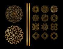在黑背景的金圆装饰品 免版税库存照片