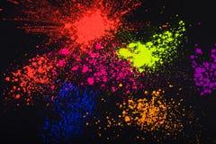在黑背景的面粉,抽象 免版税库存图片