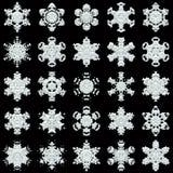 在黑背景的25雪花 免版税库存图片