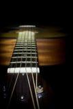 在黑背景隔绝的声学吉他 免版税库存照片