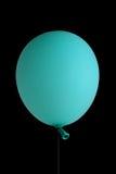 在黑色的蓝色气球 免版税库存图片