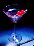 在黑背景30的樱桃鸡尾酒 免版税图库摄影