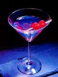 在黑背景37的樱桃鸡尾酒 免版税图库摄影