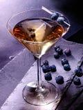 在黑背景15的蓝莓鸡尾酒 免版税图库摄影