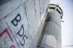 在以色列隔离墙上的BDS街道画 库存图片