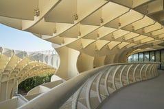 在黄色口气的现代建筑结构 塞维利亚 西班牙 免版税库存照片