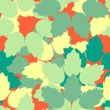 在绿色和黄色任意的五颜六色的叶子在红色背景 皇族释放例证